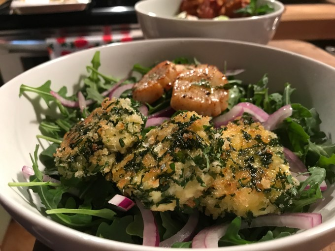 aruguala-salad-herb-goat-cheese-medallions-and-seared-scallops1